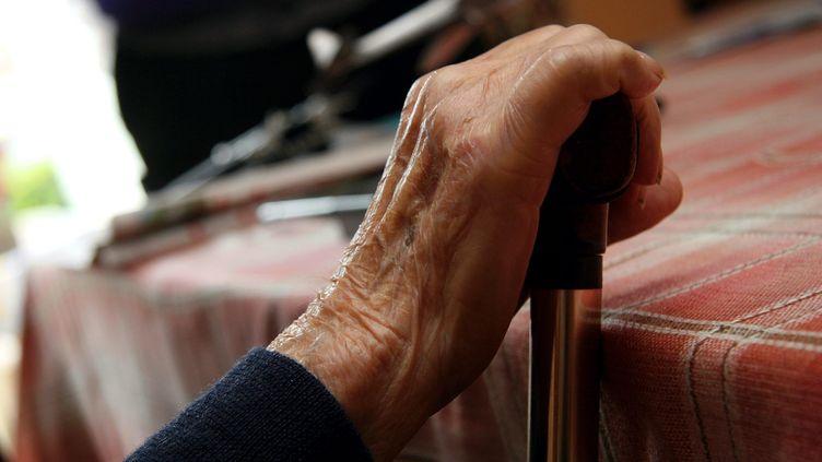 """Lancé mi mars, le site""""1lettre1sourire"""" est un serviceen ligne de courrier destiné aux personnes âgées isolées en Ehpad. Photo d'illustration. (PELAEZ JULIO / MAXPPP)"""