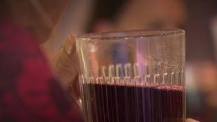 Les tisanes se consomment chaudes, mais aussi glacées. Le marché de la tisane ne cesse de croître depuis dix ans. (FRANCE 2)