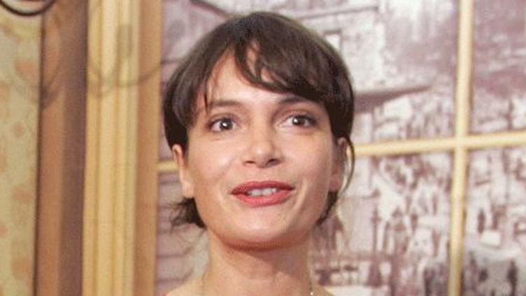 Manon Loizeau en 2006 à Marseille pour la remise du prix Albert Londres qu'elle a obtenu (avec Alexis Marant) pour le film «La malédiction de naître fille». (GERARD JULIEN / AFP)