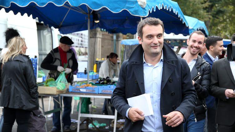 Florian Philippot, candidat frontiste aux élections régionales en Alsace-Lorraine-Champagne-Ardenne, en campagne sur le marché de Thionville (Moselle), le 19 septembre 2015. (MAXPPP)