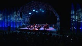 L'Orchestre symphonique universitaire de Grenoble a ouvert les festivités avec uneœuvre qui fait échoau lieu choisi pour le concert: Watermusic, de Händle. (France 3 Alpes)
