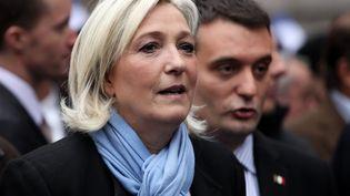 La présidente du FN, Marine Le Pen, et le vice-président du parti, Florian Philippot, lors du défilé du 1-Mai à Paris, le 1er mai 2013. (MAXPPP)