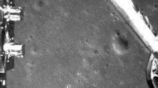 La sonde lunaire chinoise Chang'e-4 lors de son alunissage, le 3 janvier 2019 à 03h26 heure française.  (CHINA NATIONAL SPACE ADMINISTRATION (CNSA)  / HANDOUT / MAXPPP)