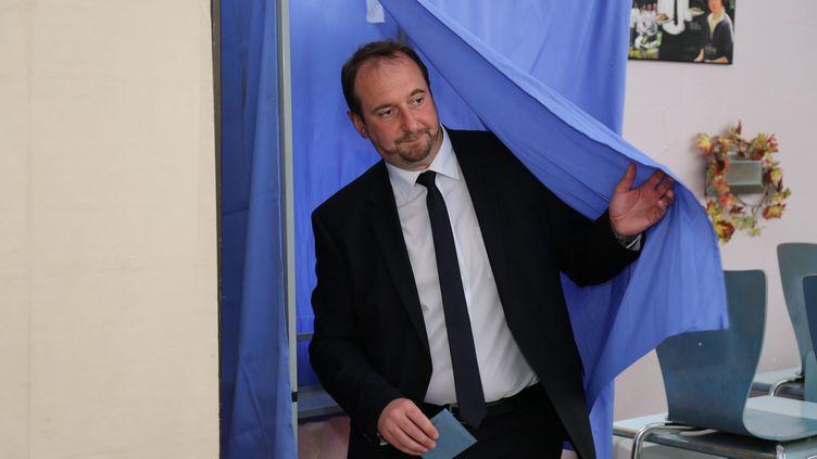 Christophe Arend, alors candidat La République en marche aux élections législatives, vote au second tour, à Petite-Rosselle (Moselle), le 18 juin 2017. (MAXPPP)