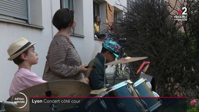 Confinement : une nouvelle chanson chaque soir, le quotidien rythmé des Lyonnais