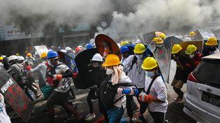 Des manifestants dans les rues de Yangon, en Birmanie, mercredi 3 mars 2021. (AFP)