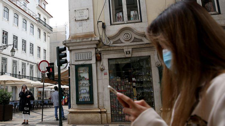 A Lisbonne le 18 juin 2021, le gouvernement a décidéde nouvelles mesures de restrictions sanitaires pour lutter contre la progression du variant Delta qui concerne 70% des contaminations dans la capitale. (PEDRO FIUZA / NURPHOTO / AFP)