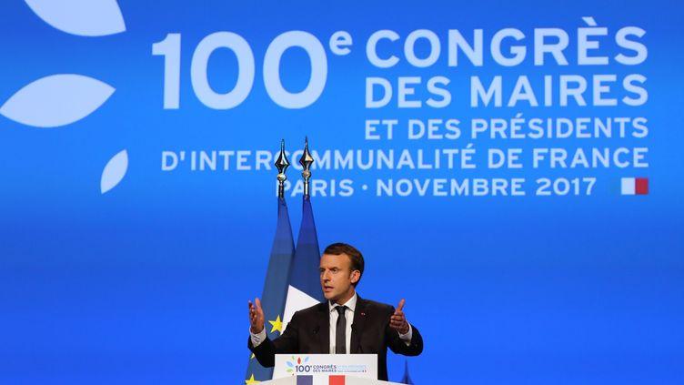 Le président de la République, Emmanuel Macron, s'adresse aux maires de France, Porte de Versailles, le 23 novembre 2017. (LUDOVIC MARIN / AFP)