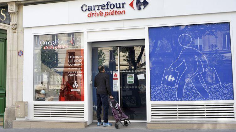 """Un service """"drive piéton"""", à Paris. (ONLY FRANCE VIA AFP)"""