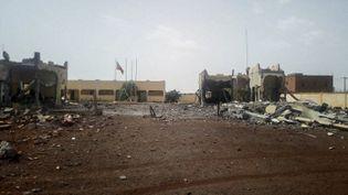 Siège de la force opérationnelle antiterroriste du G5 Sahel, à Sévaré dans le centre du Mali, après l'attaque d'un kamikaze, qui a fait six morts et de nombreux blessés. Le 29 juin 2018 (STRINGER / AFP)