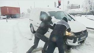 L'épisode neigeux qui a frappé la France a provoqué des conditions de circulation très difficiles, et quelques accidents. (FRANCE 3)