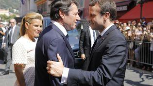 Le président de la République, Emmanuel Macron, et le maire de Nice, Christian Estrosi, le 14 juillet 2017, à Nice. (LAURENT CIPRIANI / AFP)