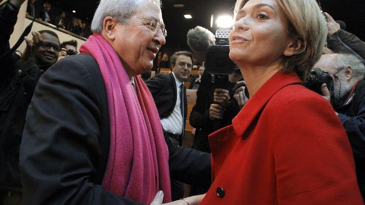 Le président de la région Ile-de-France, Jean-Paul Huchon (PS), et sa rivale UMP,Valérie Pécresse, le 26 mars 2010 à Paris. (PATRICK KOVARIK / AFP)