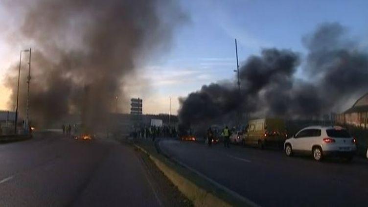 Capture d'écran le 12 février 2014, les dockers de Rouen et du Havre en grève ( FRANCE 3 / FRANCETV INFO)