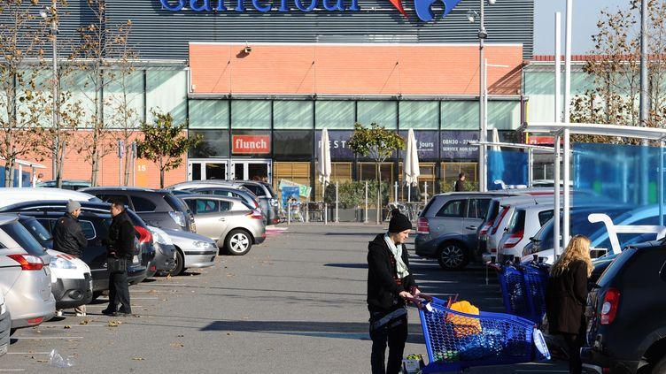 Un supermarché Carrefour à Toulouse (Haute Garonne). (REMY GABALDA / AFP)