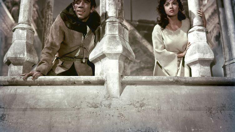 """Gina Lollobrigida et Anthony Quinn dans """"Notre-Dame de Paris"""" de Jean Delannoy (1956) (PANITALIA PARIS FILM PRODUCTIONS / AFP)"""