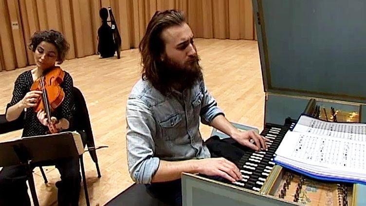 Jean Rondeau en répétition au TAP  (France 3 / Culturebox)