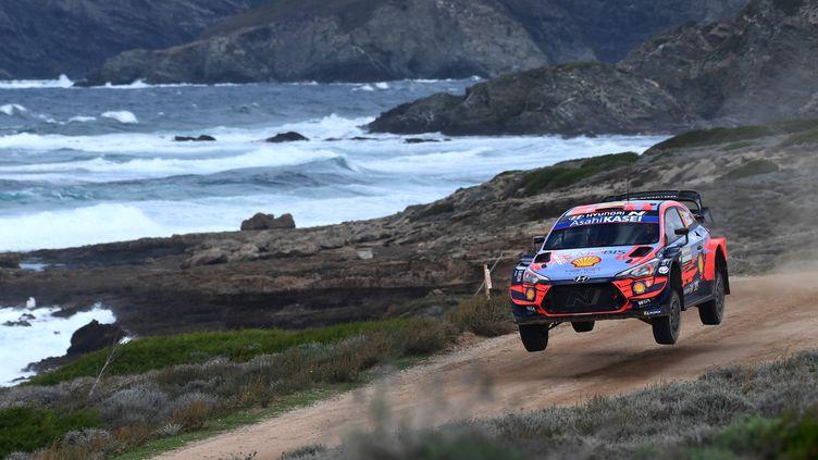 Dani Sordo s'est imposé en Sardaigne. (MIGUEL MEDINA / AFP)