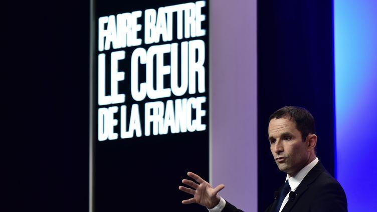 Le candidat socialiste Benoît Hamon donne un discours le 5 avril 2017, lors d'un meeting à Maxeville (Meurthe-et-Moselle). (PHILIPPE LOPEZ / AFP)