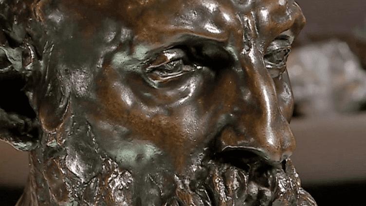 Ce buste d'Auguste Rodin signé Camille Claudel est l'une des deux oeuvres prêtées au musée de Poitiers par celui de Guéret.  (France 3 / Culturebox - capture d'écran)