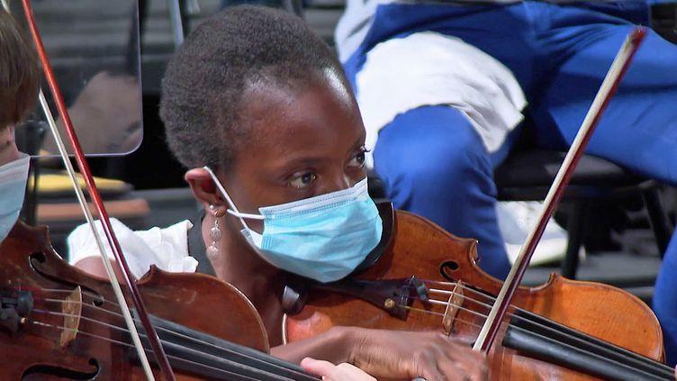 La violonisteAurore Moutomé a retrouvé son archet et l'orchestre Victor Hugo pour le concert d'ouverture du festival international de musique de Besançon (France 3 BFC)
