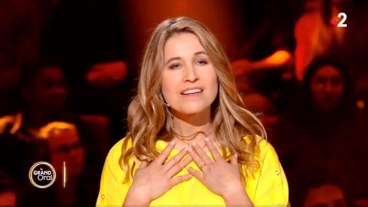 Virginie Delalande, sourde de naissance, participait au concours d'éloquence de la chaîne. (FRANCEINFO / FRANCE 2)