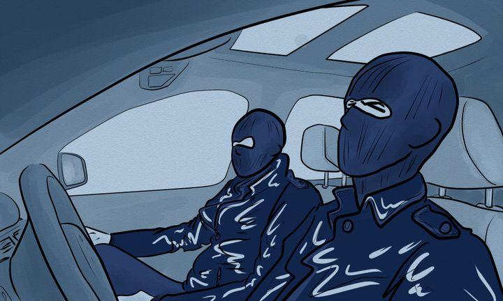Les hommes arrêtés appartenant à la DGSE avaient en leur possession des couteaux militaires et une arme de poing. (NICOLAS DEWIT / RADIO FRANCE)