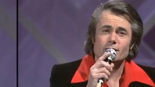 Avec une longue carrière et quelques immenses tubes à son actif, Alain Barrière est mort à Carnac (Morbihan), dans sa Bretagne natale, à l'âge de 84 ans. (France 3)