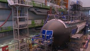 La France vient de vendre 12 sous-marins à l'Australie pour un montant de 31 milliards d'euros. C'est le plus gros investissement de la marine australienne jamais effectué en temps de paix. (FRANCE 2)