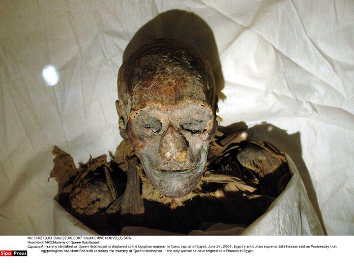 Lamomie identifiée comme la reine Hatchepsout,la seule femme à avoir régné en tant que pharaon en Egypte exposée au musée égyptien du Caire, le 27 juin 2007 (CHINE NOUVELLE/SIPA)