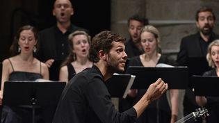 """Raphaël Pichon dirige les """"Grands motets"""" de Bach à Ambronay le 13 septembre. (BERTRAND PICHENE)"""