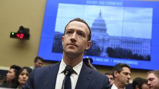 Le PDG de Facebook, Mark Zuckerberg, devant la chambre des représentants, à Washington, le 11 avril 2018. (SAUL LOEB / AFP)