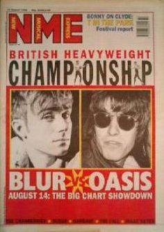 """""""Le championnat des poids lourds britanniques - Blur contre Oasis"""" : la une du NME du 12 août 1996, au plus fort de la Brit-Pop et du bras de fer de ses deux groupes phares.  (New Musical Express)"""