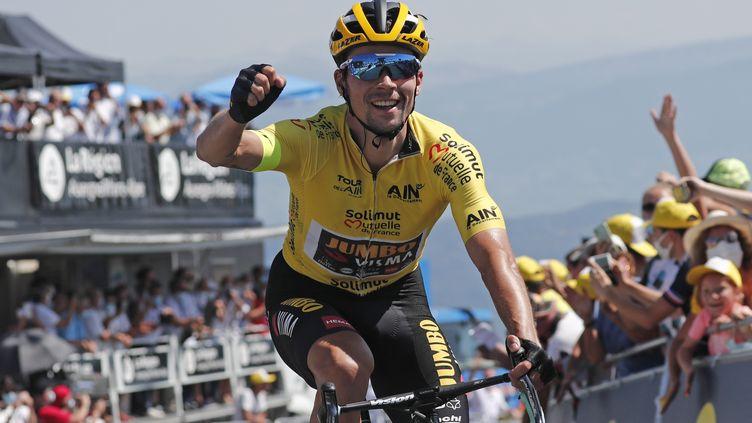 Primoz Roglic savoure à l'arrivée de la 3e et dernière étape du Tour de l'Ain (GUILLAUME HORCAJUELO / EPA)