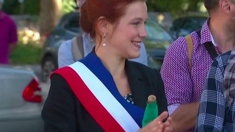 Elle a été la toute première surprise verte au soir du second tour des municipales. Léonore Moncond'huy a mis fin à plus de 40 années de règne du Parti socialiste dans la ville de Poitiers (Vienne). (France 3)
