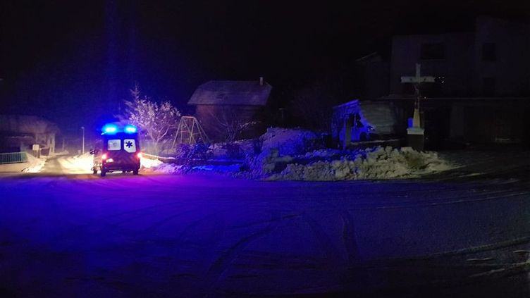 Les secours mobilisés le 8 décembre 2020 en Savoie, pour venir en aide à un pilote, grièvement blessé après le crash de son hélicoptère. (FRANCE 3 ALPES)