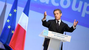 Nicolas Sarkozy à la tribune d'un meeting des Républicains, le 27 septembre 2015 à Paris, en vue des élections régionales. (MAXPPP)