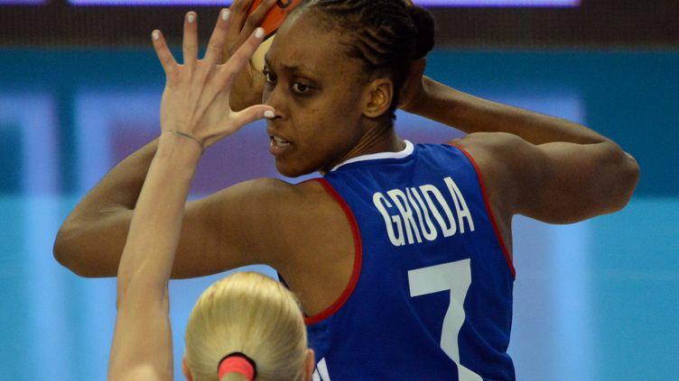 Sandrine Gruda et son jeu en pivot (ATTILA KISBENEDEK / AFP)