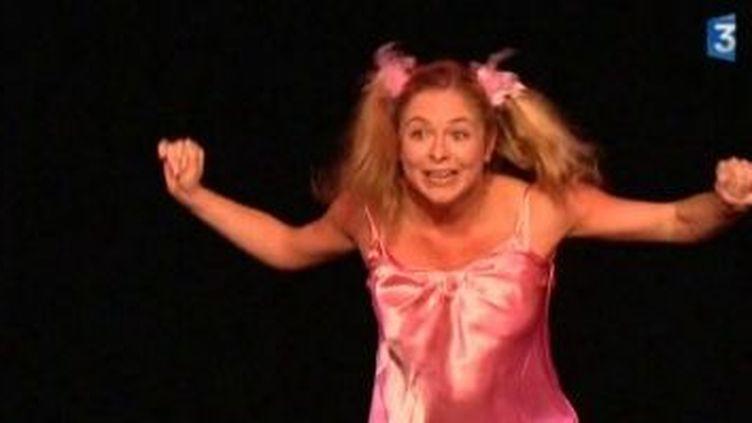 Constance, nouvelle princesse du rire au théâtre Montmartre Galabru  (Culturebox)