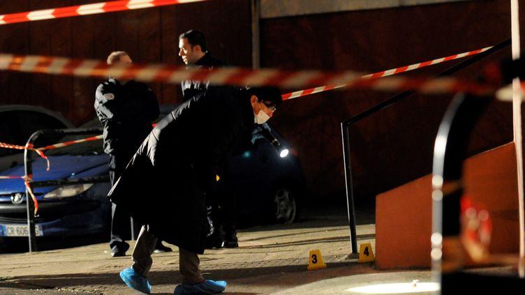 A Marseille, les enquêteurs cherchent à trouver des indices après un règlement de comptes, le 3 janvier 2014. (  MAXPPP)