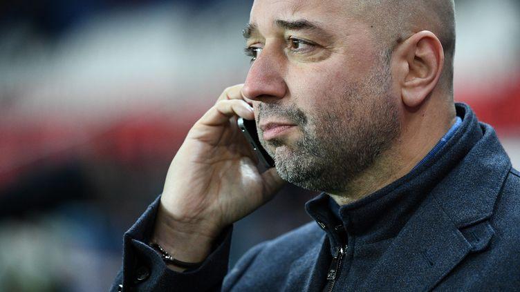 Gérard Lopez, le président du LOSC, discute avec un potentiel repreneur (FRANCK FIFE / AFP)