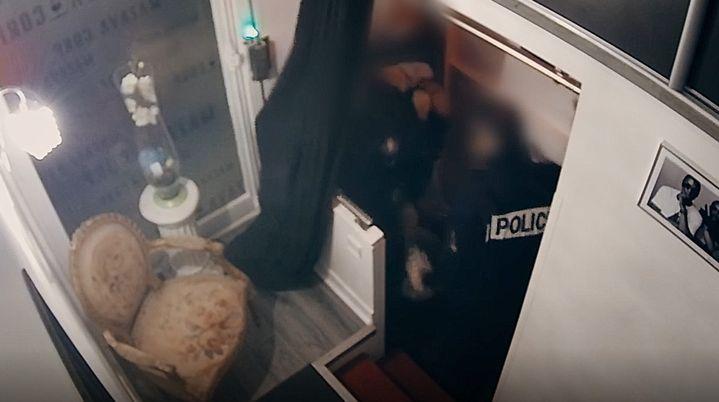 Michel Zecler a été passé à tabac le 21 novembre 2020 dans l'entrée d'un studio d'enregistrement à Paris. (ENVOYE SPECIAL / FRANCE 2)