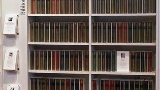 Des ouvrages de la bibliothèque de la Pléiade. (PIERRE-FRANCK COLOMBIER / AFP)