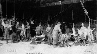 Un abattoir à Fismes, dans la Marne, en 1899. (GAMMA-RAPHO VIA GETTY IMAGES)