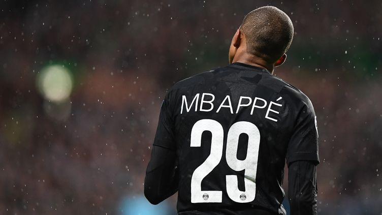 Le Parisien Kylian Mbappé, le 12 septembre 2017 à Glasgow (Ecosse). (FRANCK FIFE / AFP)