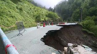 Un important glissement de terrain rend la RD918 impraticable en direction de Gourette (Pyrénées-Orientales). (FRANCE 3 PAU SUD AQUITAINE)