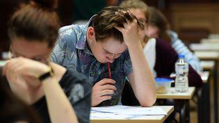 Les lycéens passent l'examen de philosophie, la première session de l'examen du baccalauréat 2017, le 15 juin 2017 au lycée Fustel de Coulanges, à Strasbourg. (FREDERICK FLORIN / AFP)