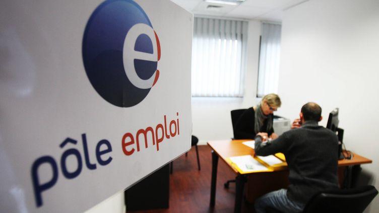 Débordés, certains conseillers ne peuvent accorder que dix minutes à chaque demandeur d'emploi. (GUILLAUME BONNAUD / SUD OUEST / MAXPPP)