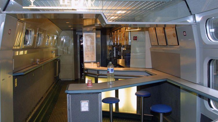 Les sandwichs SNCF ne seront plus les mêmes au wagon-bar à partir de novembre 2013. (PATRICK KOVARIK / AFP)