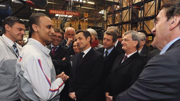 Le président Nicolas Sarkozy visite l'usine PSA de Vesoul (Haute-Saône), le 15 janvier 2009. (JEAN-LOUP CORNET / L'EST REPUBLICAIN)